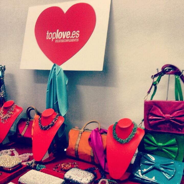 Coleccion de bolsos y complementos festivos de toplove en el Showroom de coolhunting