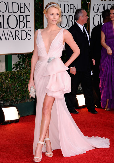 charlize teron vestido noche globe golden awards