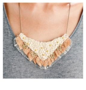 Foto Collar roma con plumas copiar